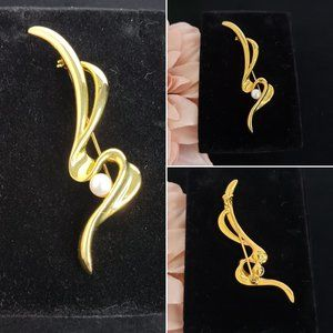 Gold Zig Zag Pin with Pearl
